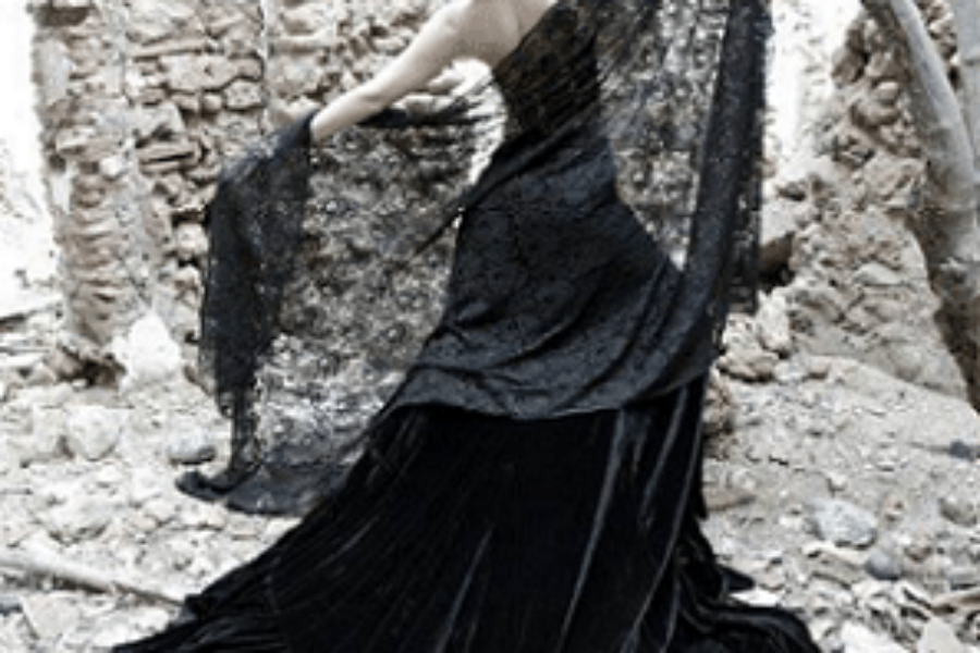 Holy Thursday Mantilla: Life and Fashion